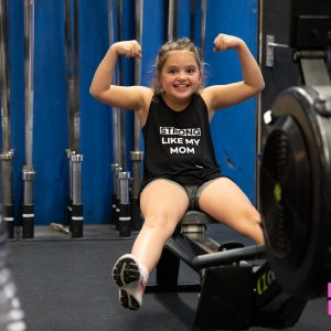 MOM PWR_shop_girls_strong_like_my_mom_tanktop_black_02
